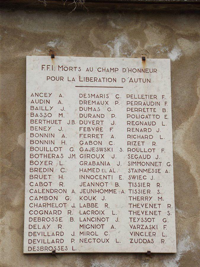 Cimetière d'Autun - Rue de la maladière - 71400 Autun  ---  Le Souvenir Français - Aux soldats morts pour la France - 1914/1918 - 1939/1945 et guerres TOE - Indochine - Maroc - Tunisie et Algérie (14 photos) et suivi par 9 photos sur les remparts antique.