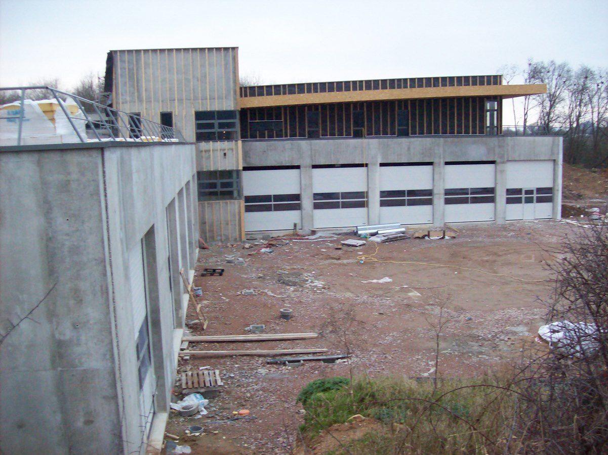 Avenue André Frénaud - 71400 Autun. Pendant la construction du nouveau centre d'incendie et de secours.