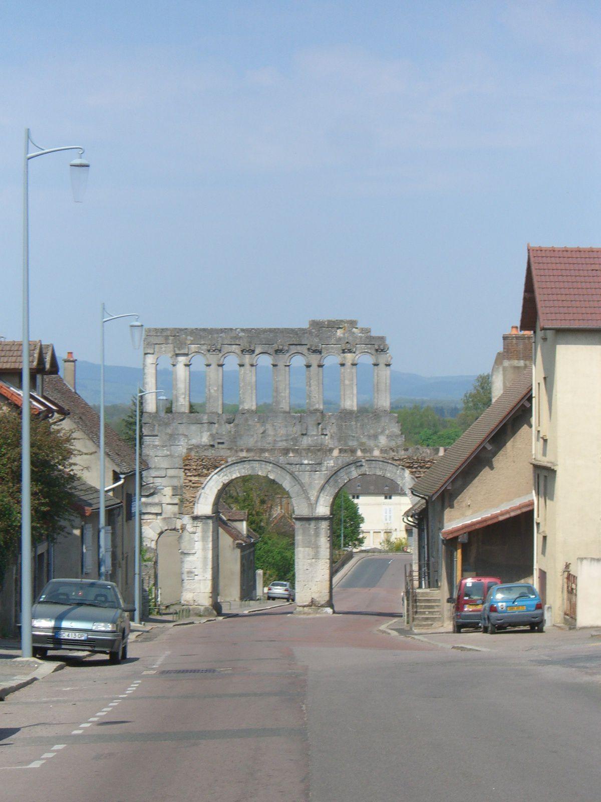 Porte d'Arroux, rue du Faubourg d'Arroux - 71400 Autun.