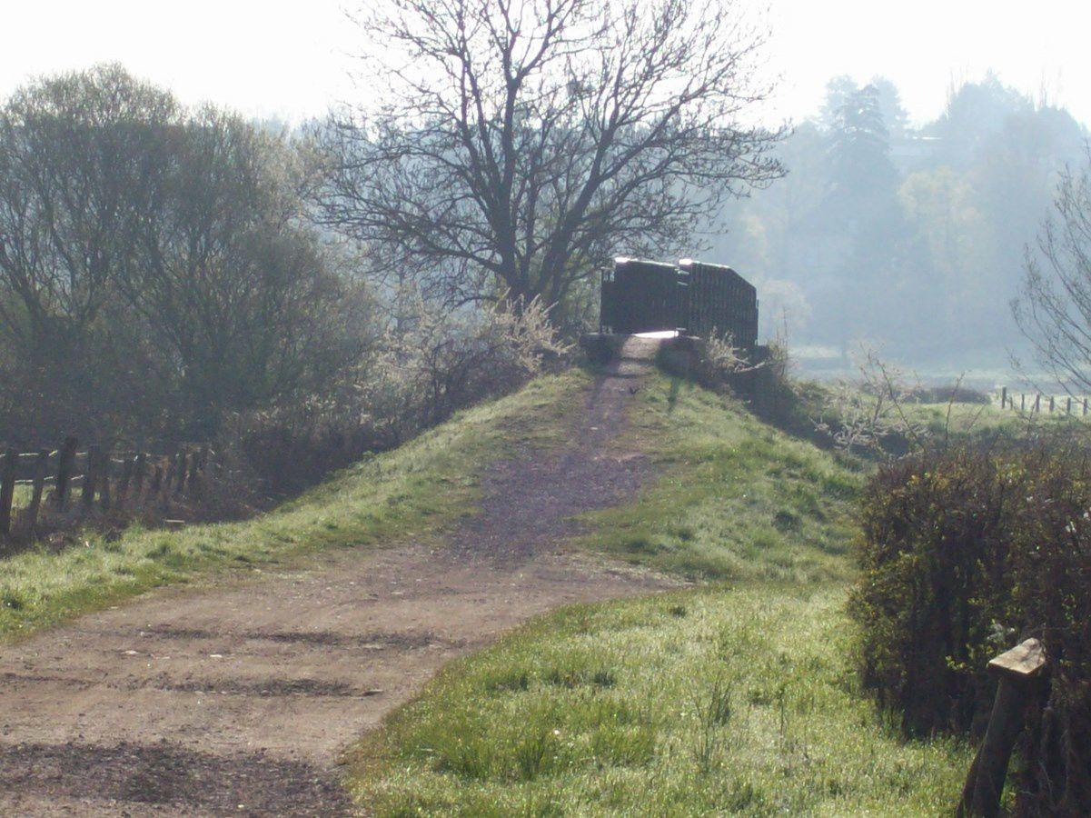 Route de Saulieu, Le Chemin de la Passerelle - 71400 Autun.