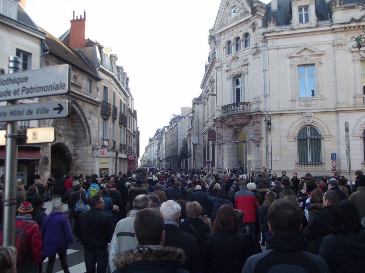 Dimanche 11 janvier 2015 à Dijon a eu lieu une grande marche citoyenne ( 35000 personnes ).