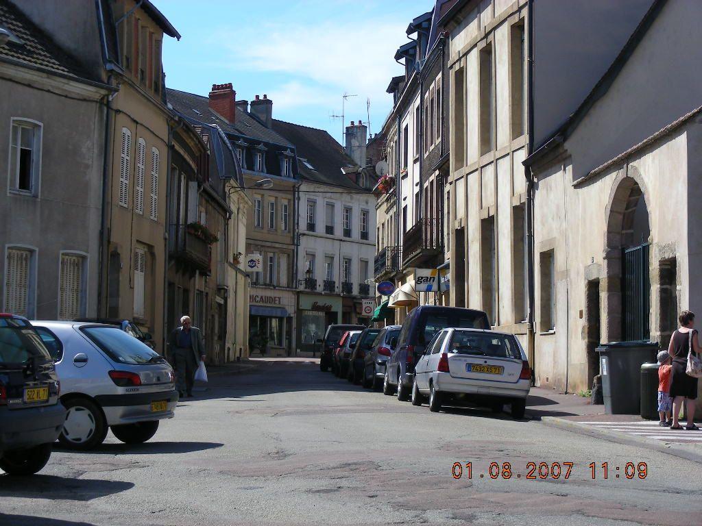 Rue Deguin - 71400 Autun.