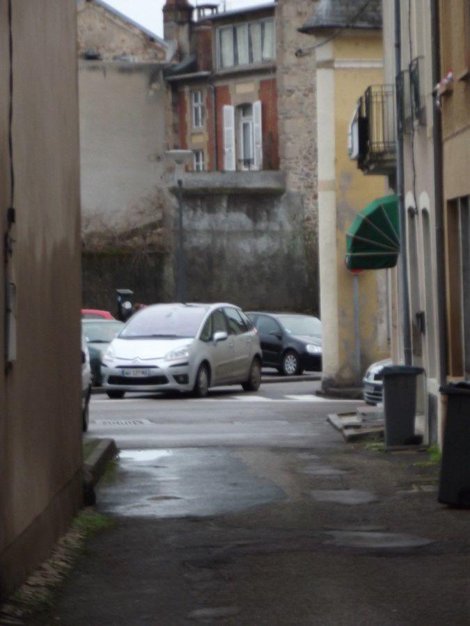 Rue de l'Horloge - 71400 Autun.