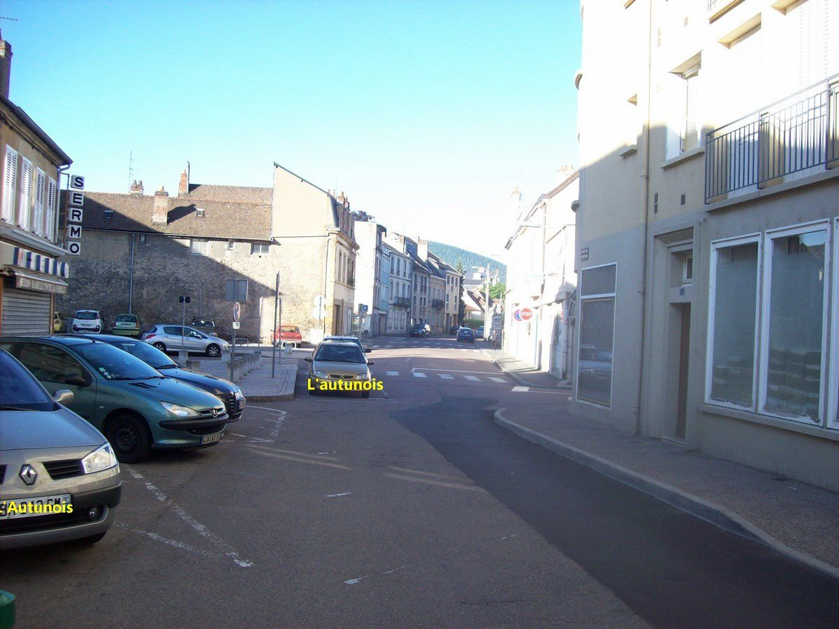 Petite rue Marchaux - 71400 Autun.