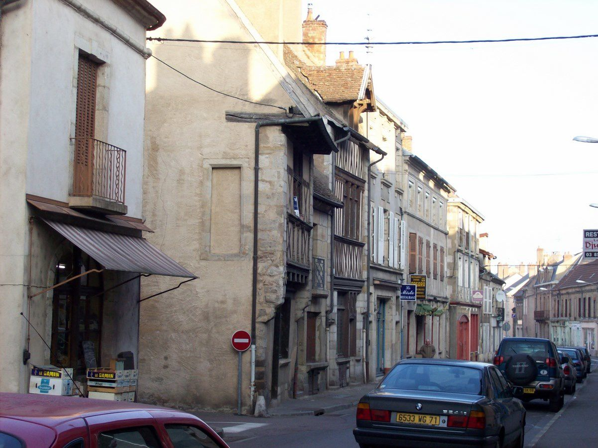 Grande rue Marchaux - 71400 Autun.