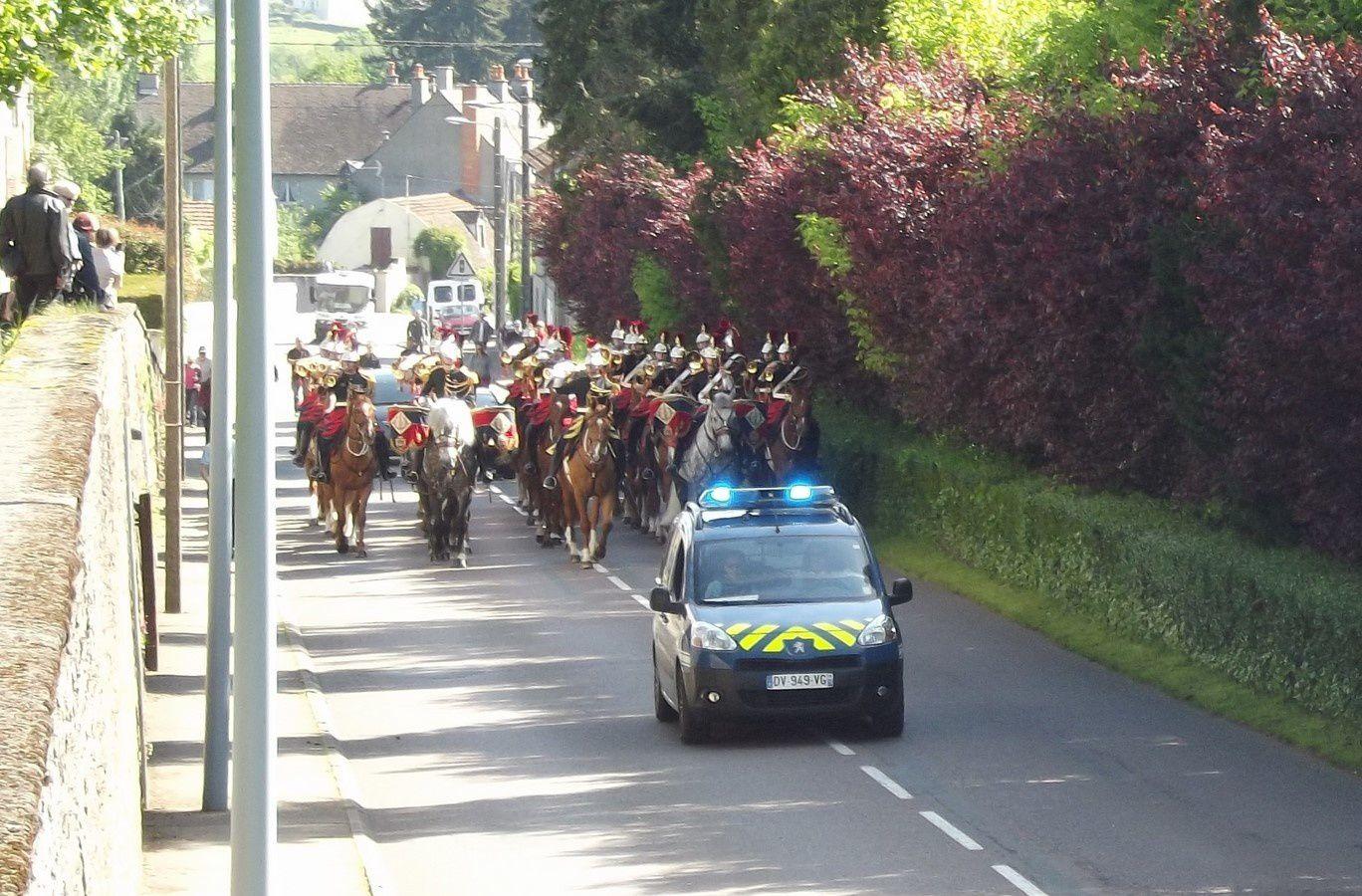 Avenue du 2e Dragon ~ Défilé de la Garde Républicaine ~ 71400 Autun.