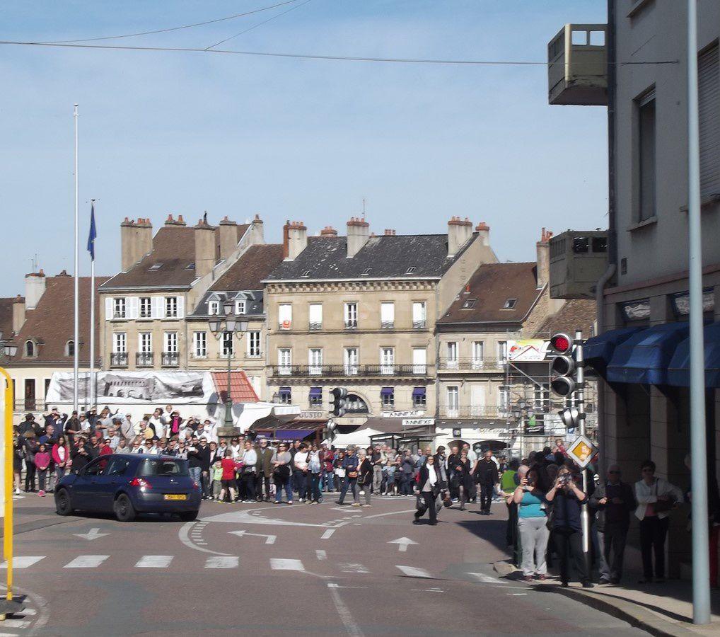 Rue de l'Arbalète et rue du Gal A. Demetz ~ Défilé de la Garde Républicaine ~ 71400 Autun.