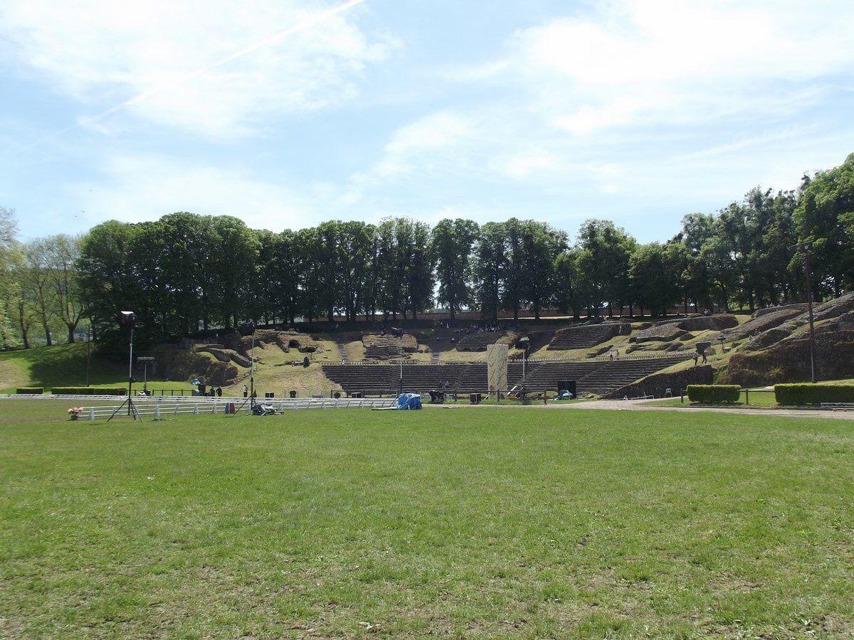 Théâtre romain d'Autun avec la Garde républicaine - 71400 Autun.