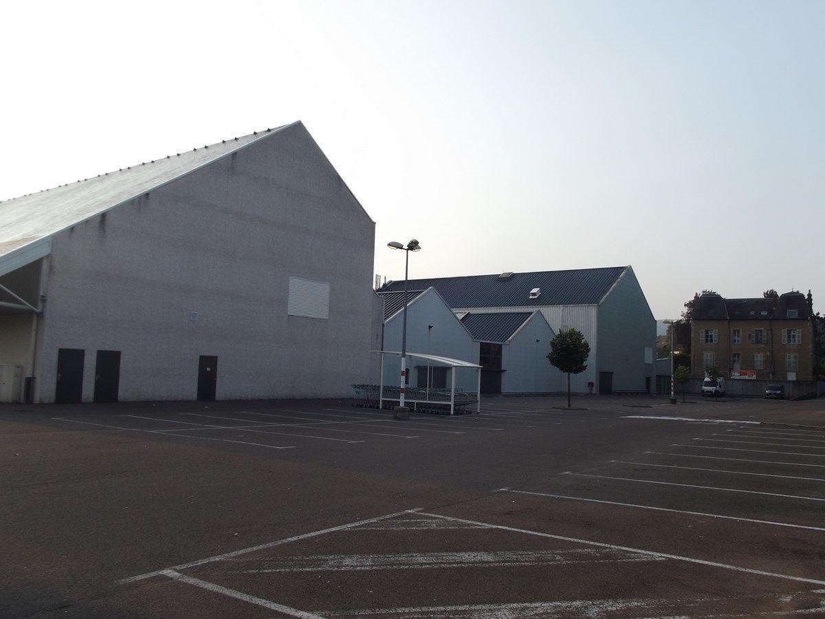 Centre Commercial - Porte St André - Rue de la Croix Blanche - 71400 Autun.  ¤¤¤ Quartier Saint-André ¤¤¤