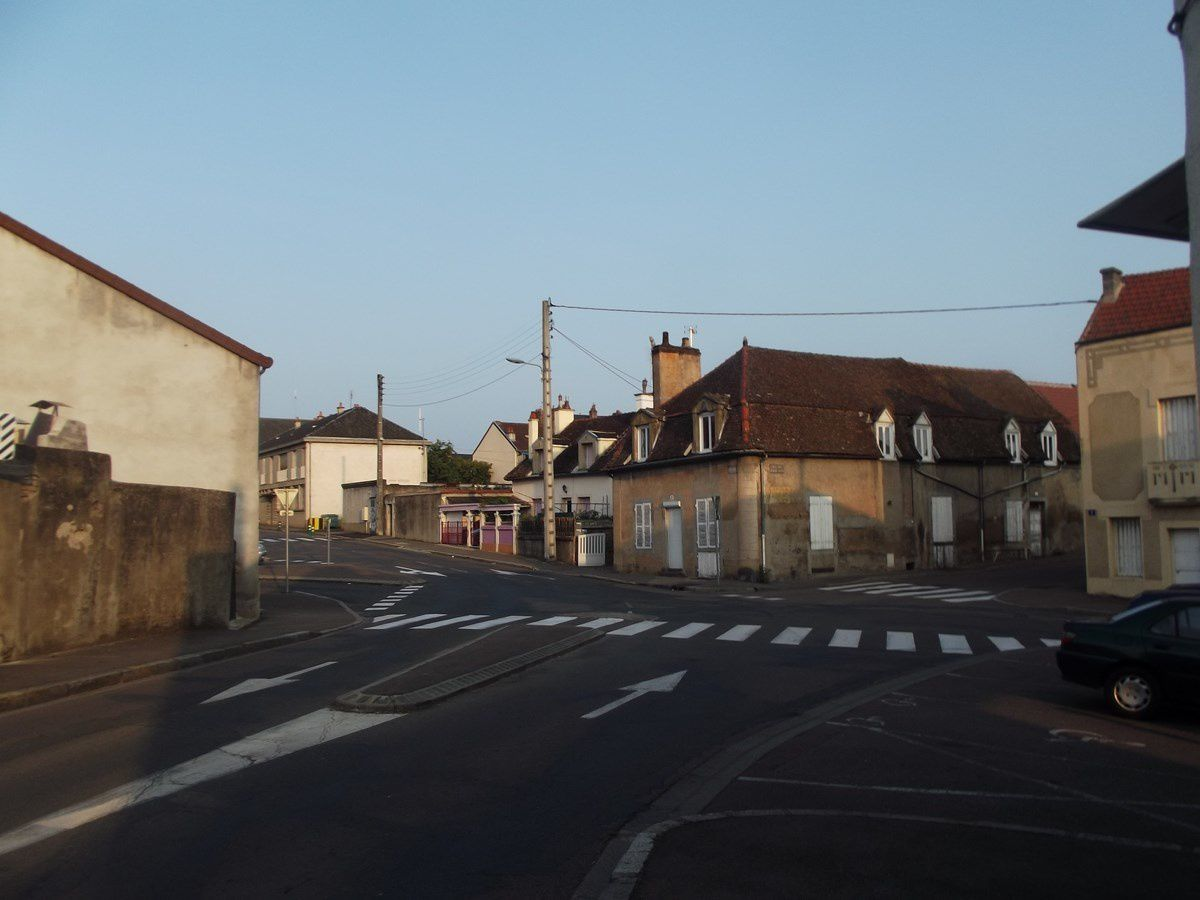 Rue de la Croix Blanche - 71400 Autun. ¤¤¤ Quartier Saint-André ¤¤¤