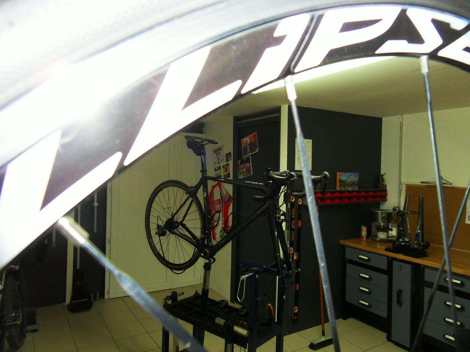 Réception du vélo et au besoin petit tour rapide avec le client afin de voir les grandes lignes.