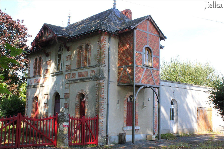 Le grenier de la mairie accueille un musée sur l'histoire du village.