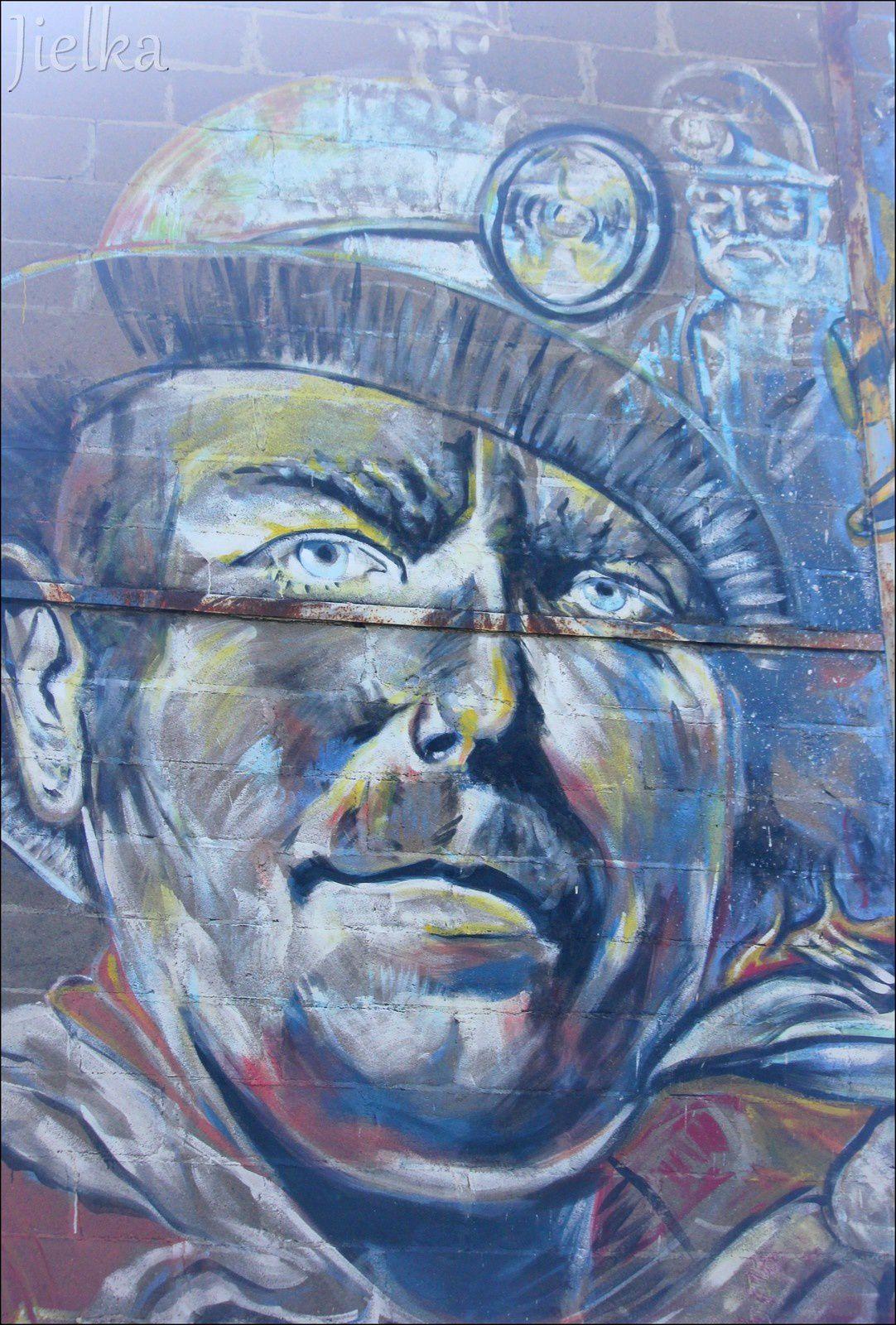Fresque sur le batiment de l'atelier d'artistes centrale 7