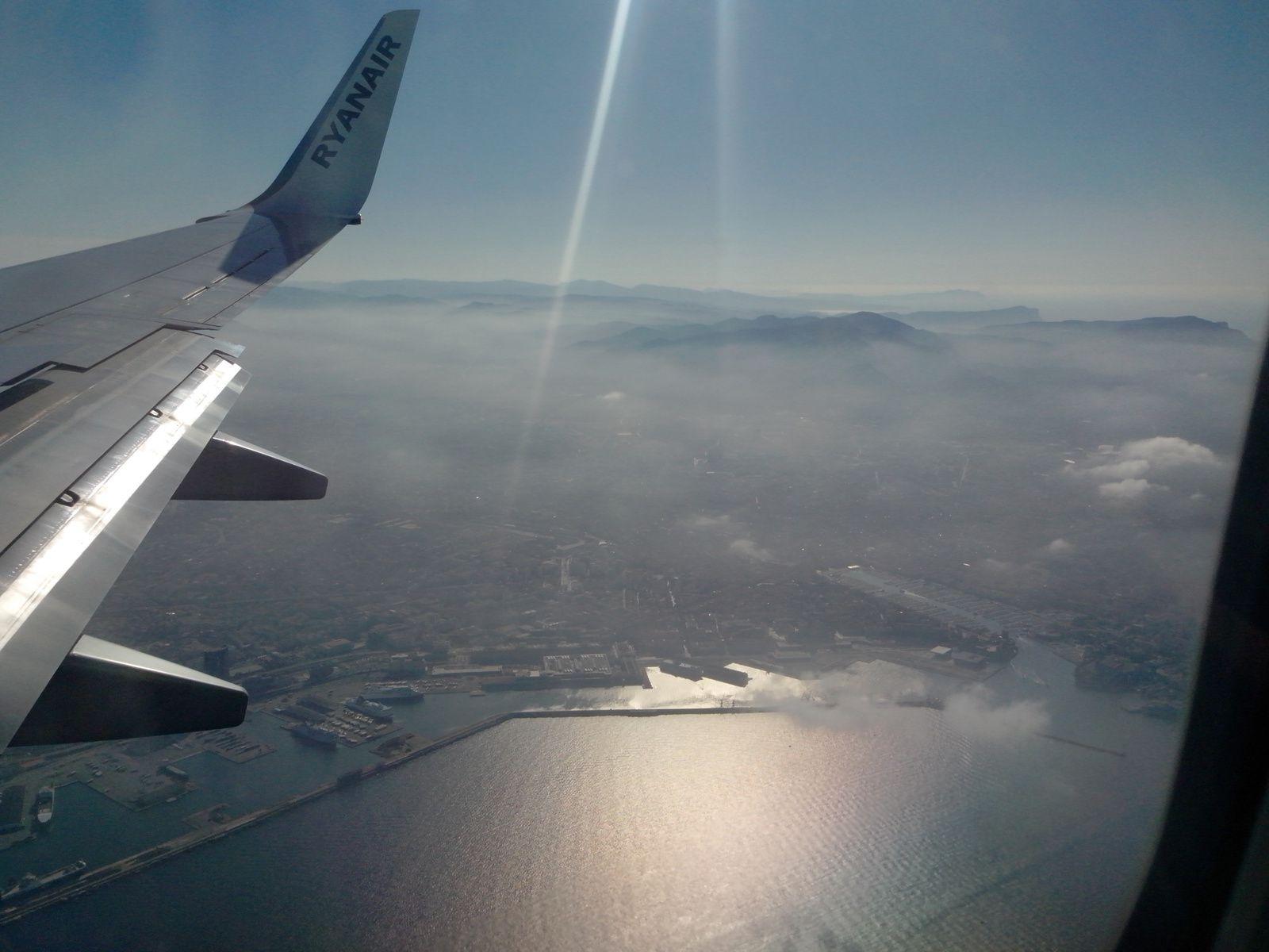 Le vieux-port de Marseille vu du ciel.