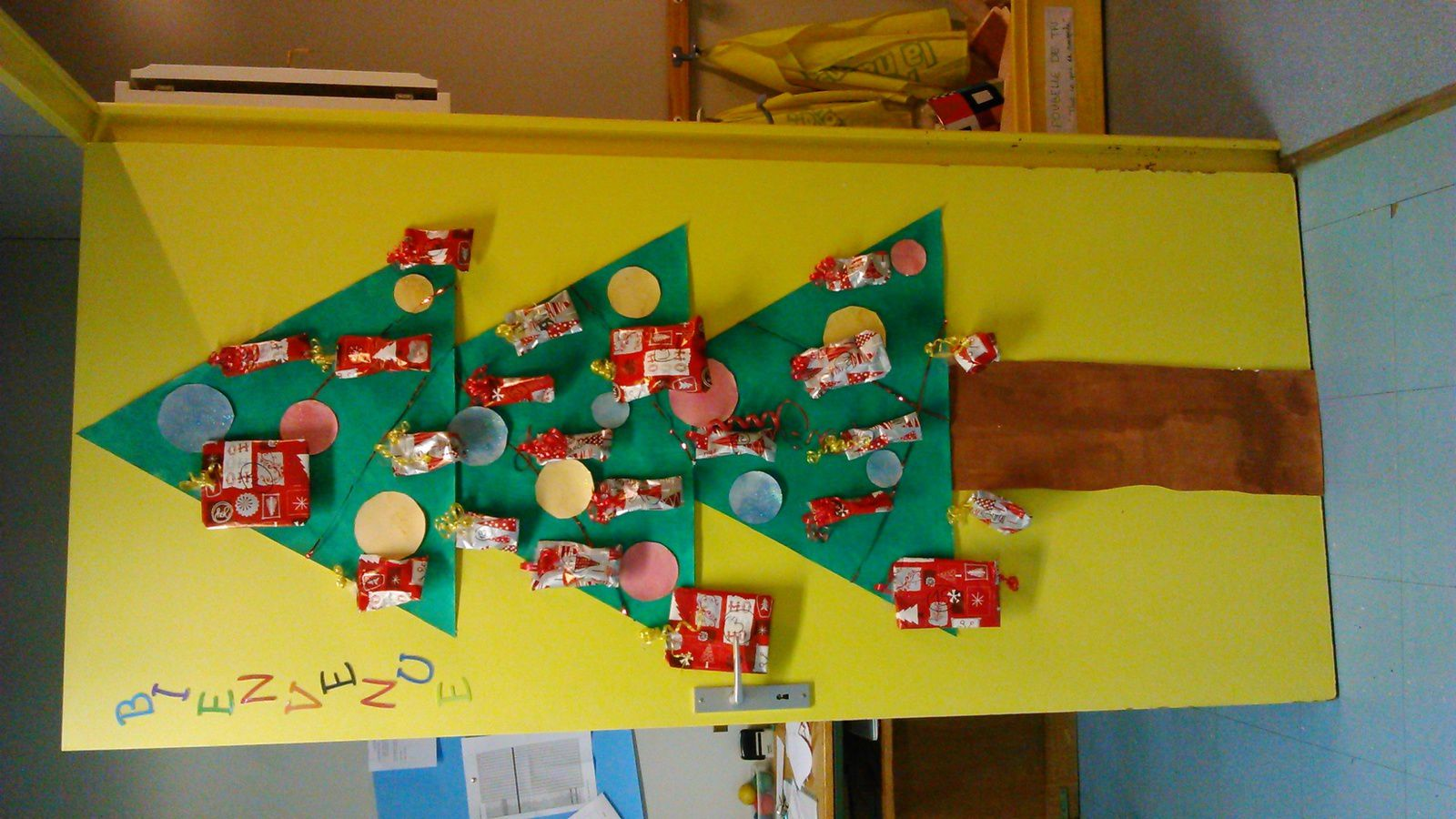 No l contest ecole saint martin for Decoration porte noel maternelle