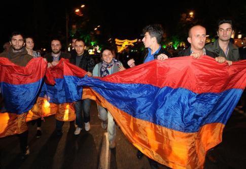 Avant une manifestation de l'opposition à Erevan, le 10 octobre 2014, jour où le président du pays à signé l'accord en vu de l'adhésion de l'Arménie à l'UEE.