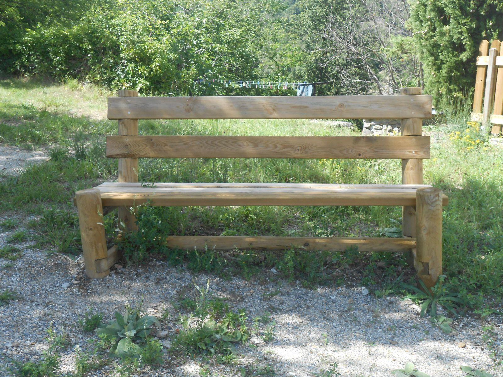 Le banc et la barrière réalisés par Guillaume Piq, employé municipal.
