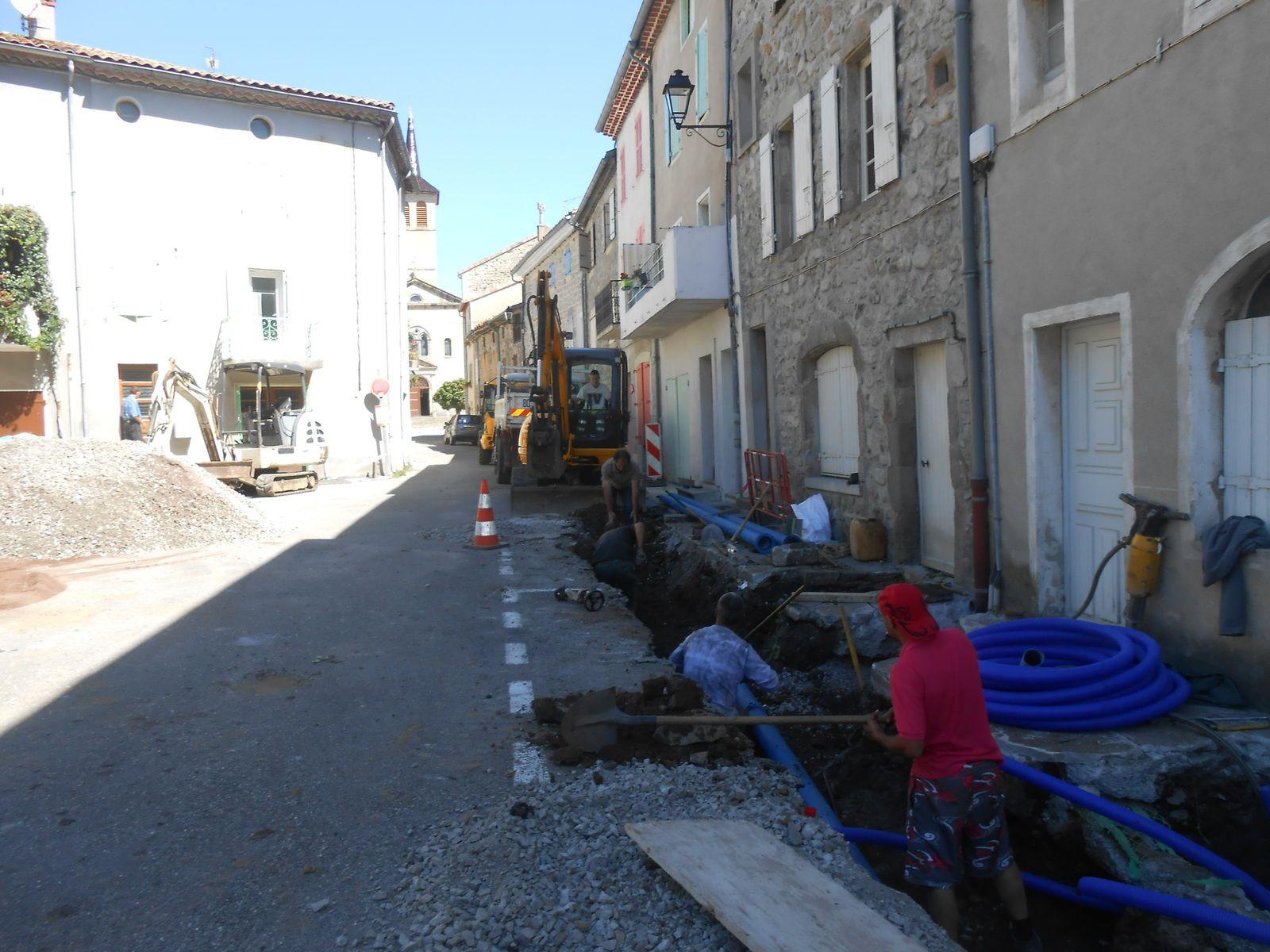 Le chantier la semaine dernière, l'ouverture de chaussée est prolongée jusqu'au Tabac-Presse