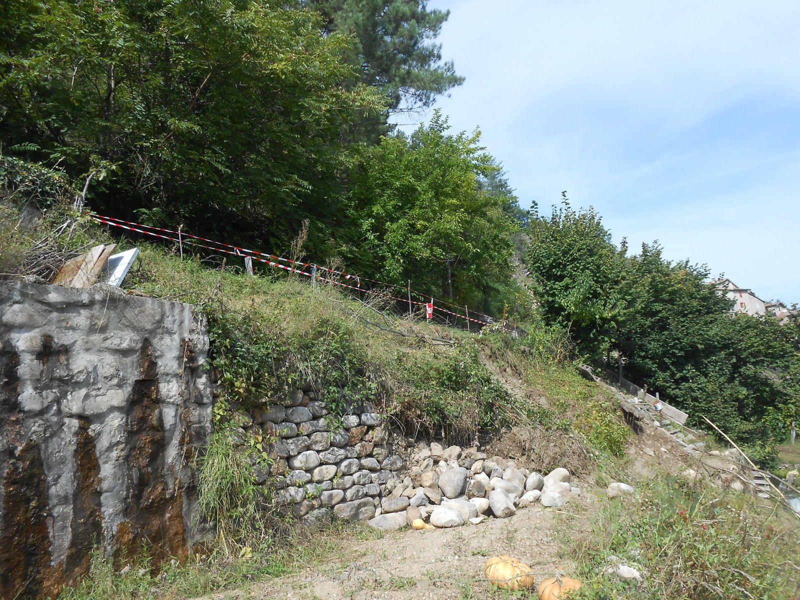 Effondrement du talus et du mur en contrebas