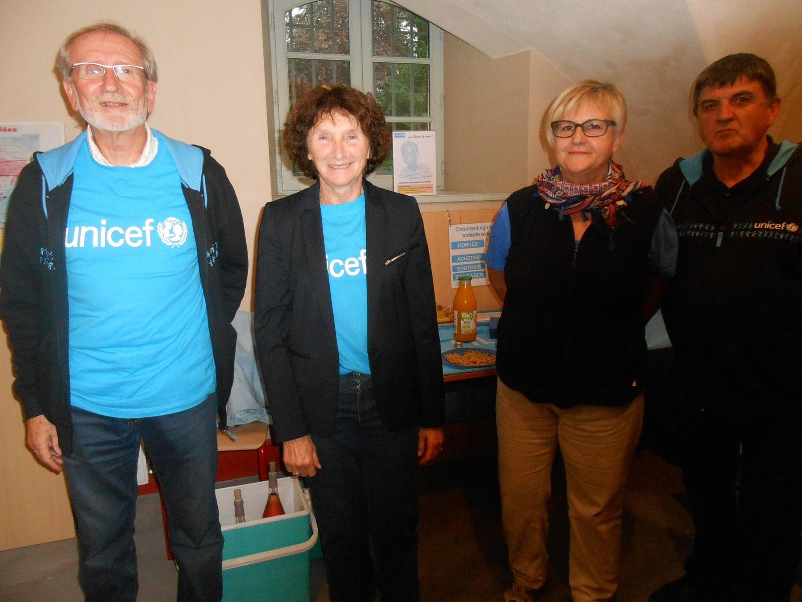 Jacques et Monique Fiey, les deux bénévoles de l'antenne méridionale de l'Unicef et Marc Jouve (et son épouse) président du Comité Unicef de Haute-Loire