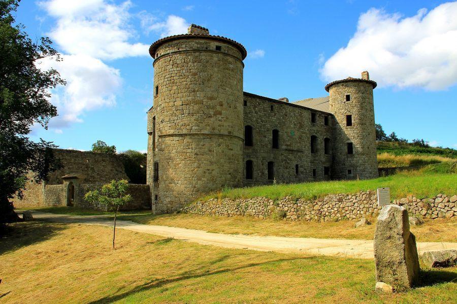 Le château de Craux à Genestelle
