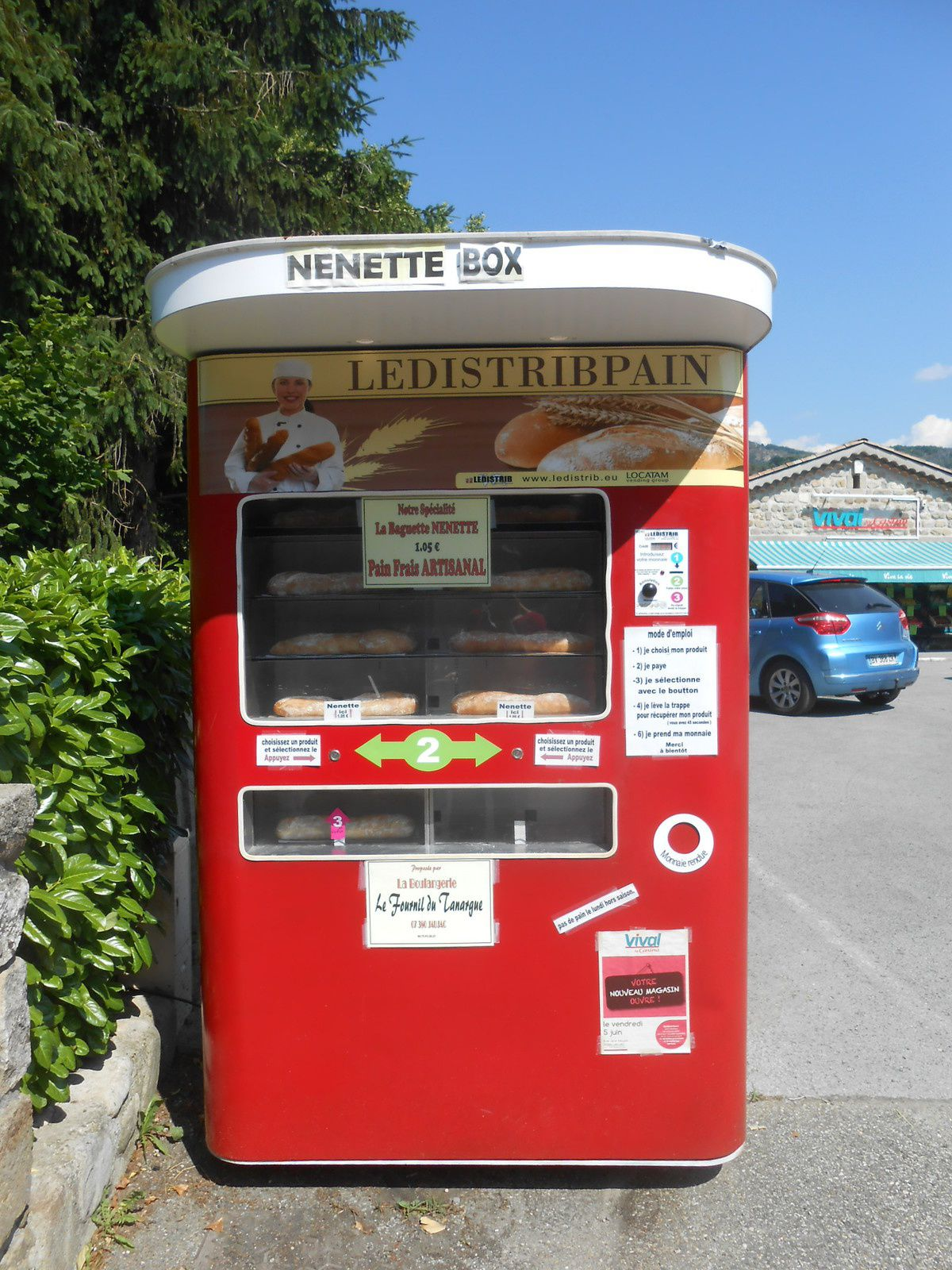 Le Fournil du Tanargue a installé un automate qui met à disposition du pain en libre-service 24 heures sur 24.