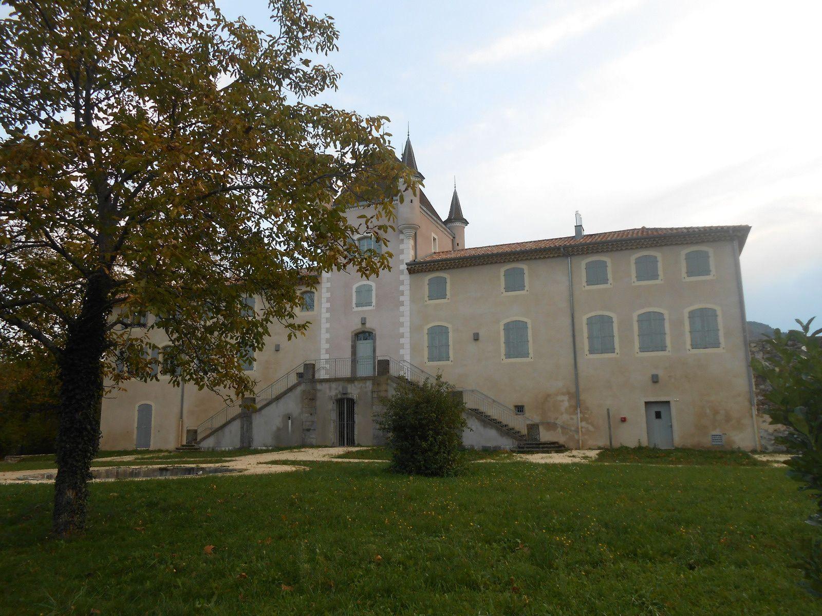 Exposition d'art «  Jeux d'ombre et de lumière » château de Rochemure: dernier jour