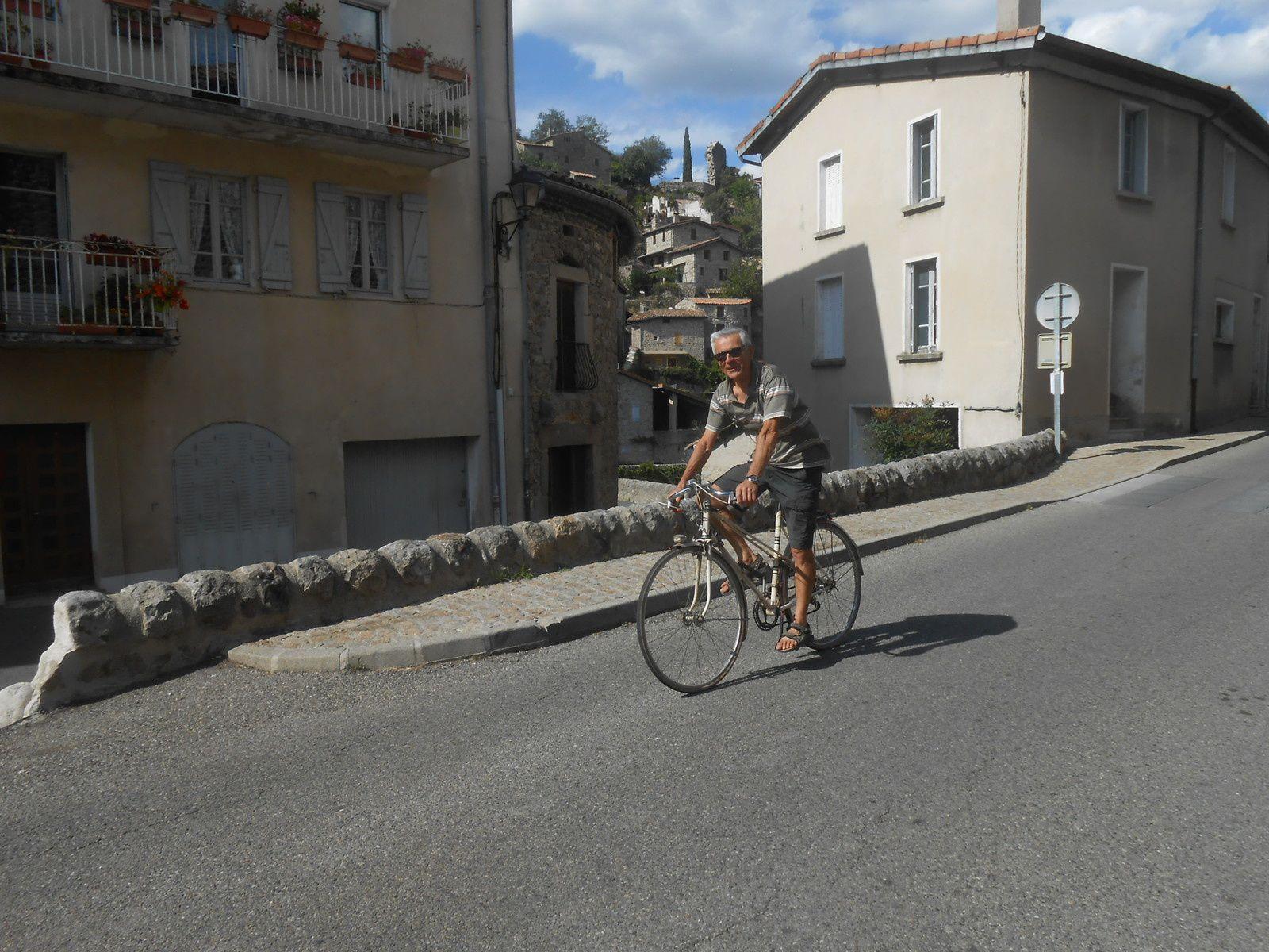 Jo Pinède, cycliste averti, annonce la fin de course
