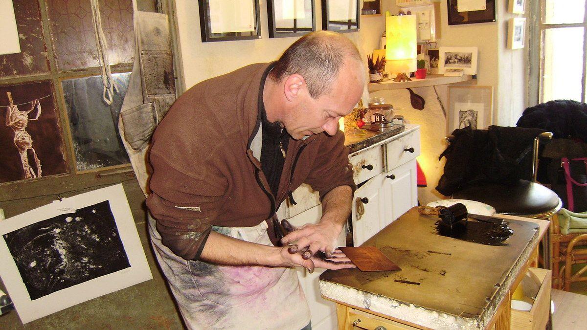 Yves Coladon dans son atelier
