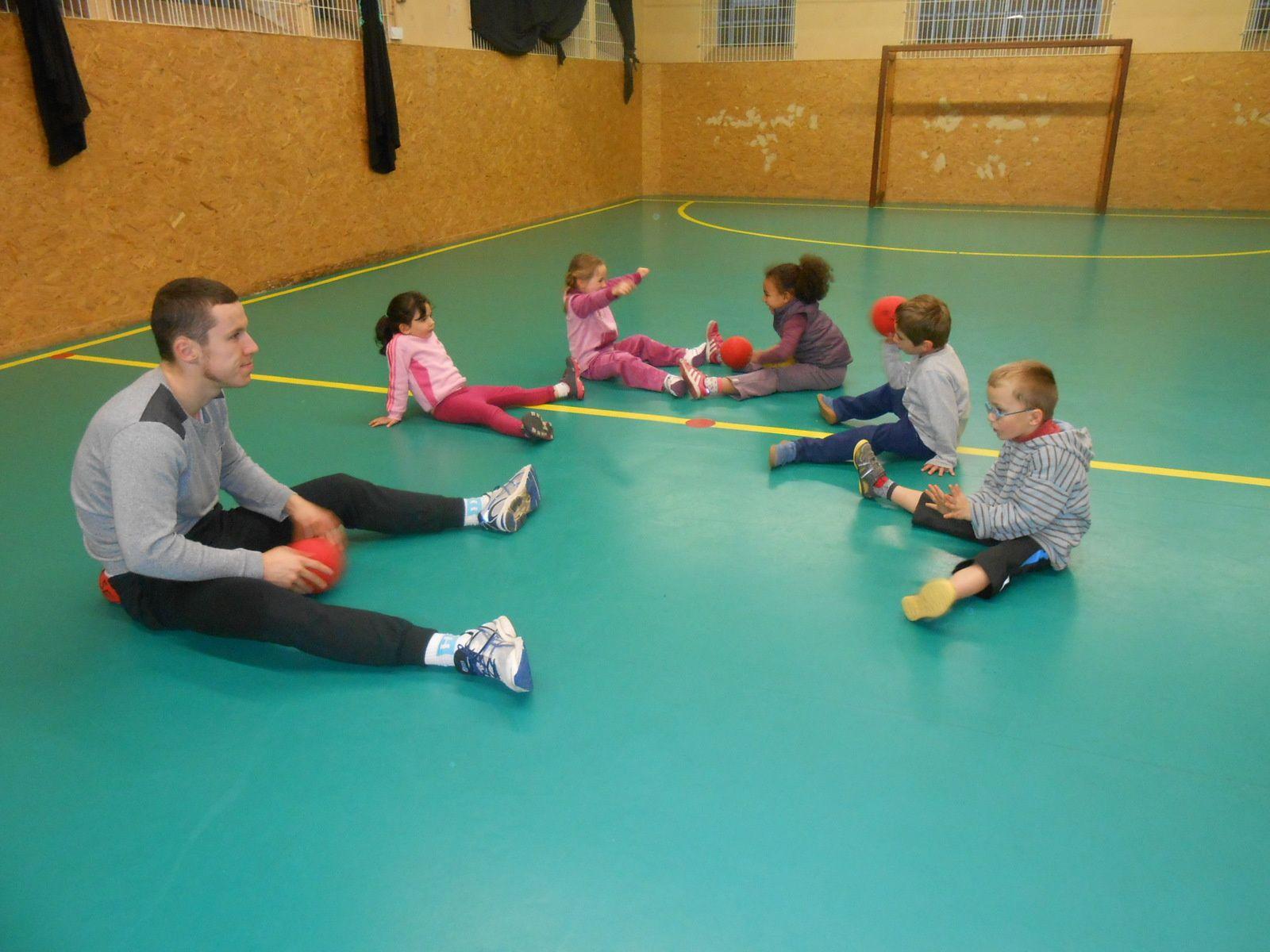 Baby hand, mardi soir dans la salle des sports, avec le Benoît le jeune entraîneur