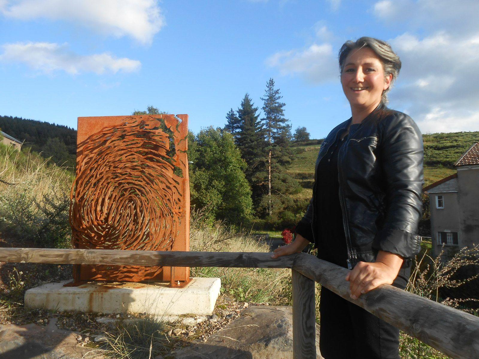 Yzo inaugurait en septembre 2015, ses oeuvres réalisées pour le nouveau collège de St-Cirgues-en-montagne, dans le cadre du 1% artistique. Voir article publié dans le blog le 22/09/2015, catégorie culture.