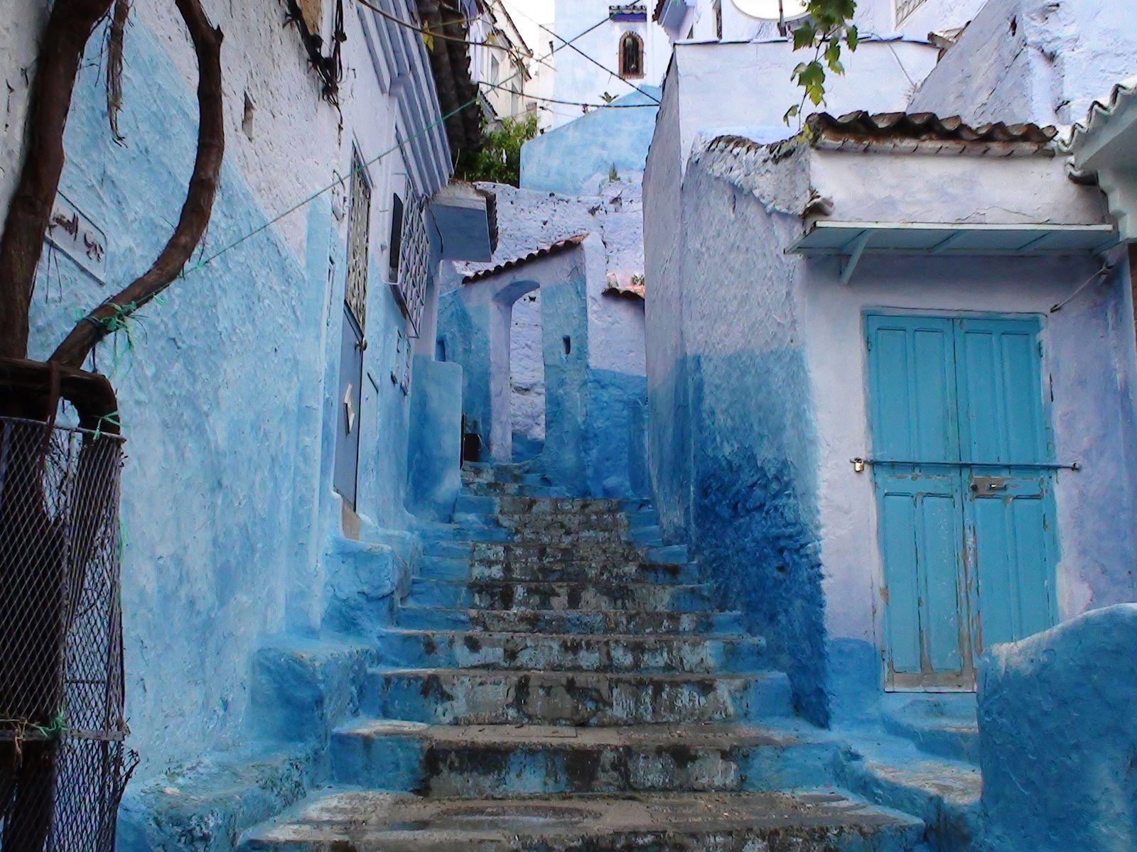 photos prises en mai 2013 lors d'un N° voyage au Maroc&#x3B; je suis entré par la porte 1940&#x3B; origines bleu de Michel Bories&#x3B; bleu cosmique&#x3B; manque le bleu Giotto