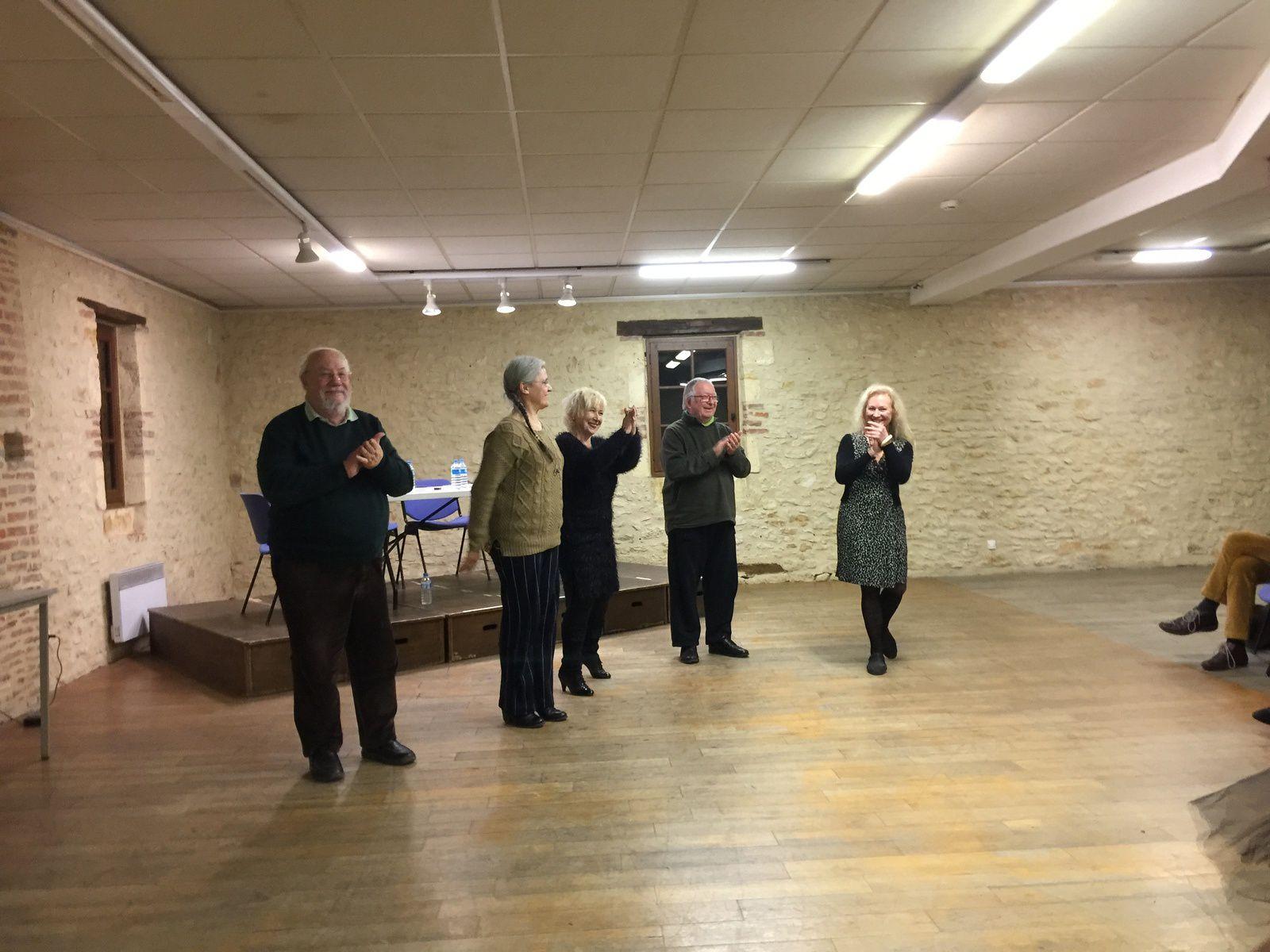 un dialogue imaginé par Pierre Petrus, Martin Walker sur Will, Pierre Petrus sur Miguel, le groupe de danse flamenco