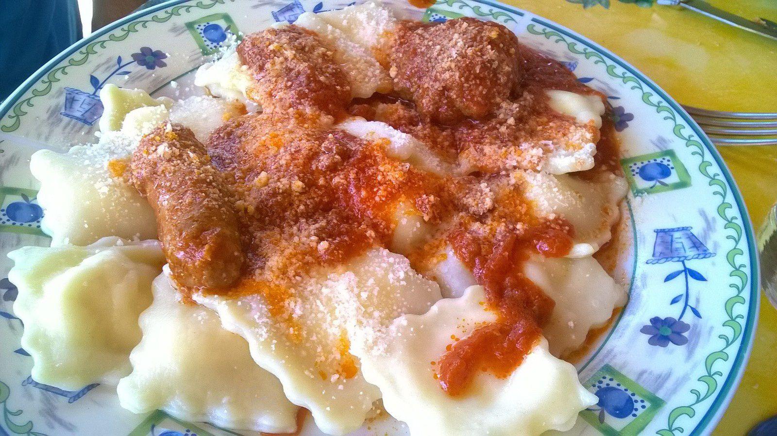 Raviolis a la Ricotta fait maison avec boulettes fait maison et sauce tomate de Mamie
