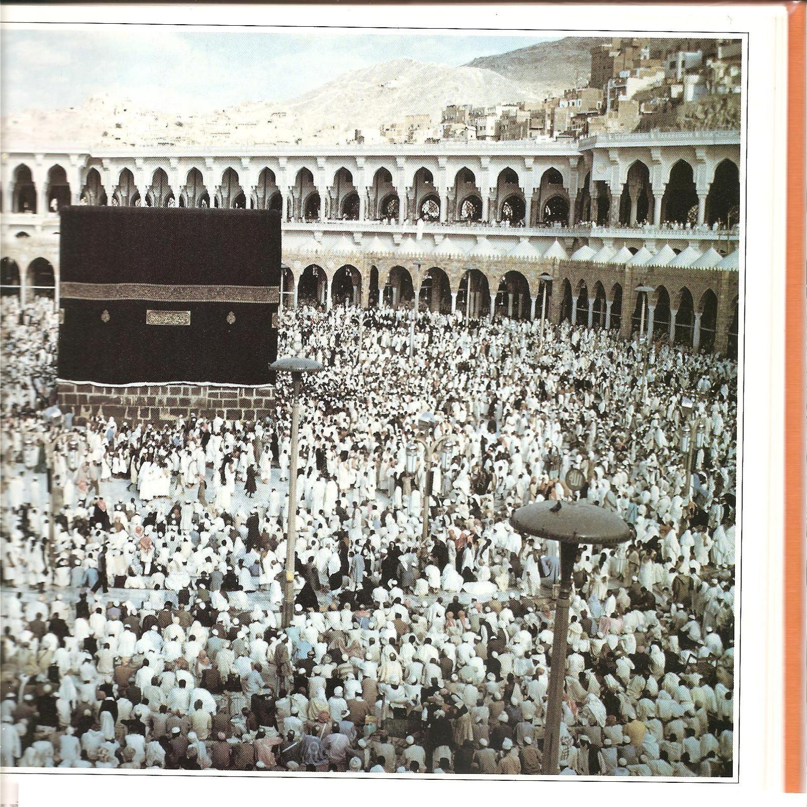 La Kaaba un jour de pèlerinage, photo publiée sur un document Larousse de mai 1983