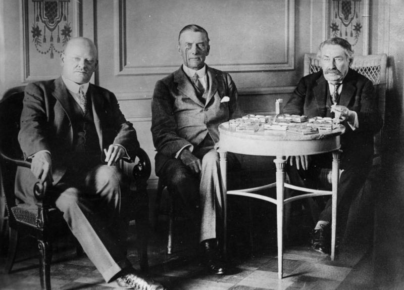Gustav Stresemann, Austen Chamberlain et Aristide Briand à Locarno en 1925
