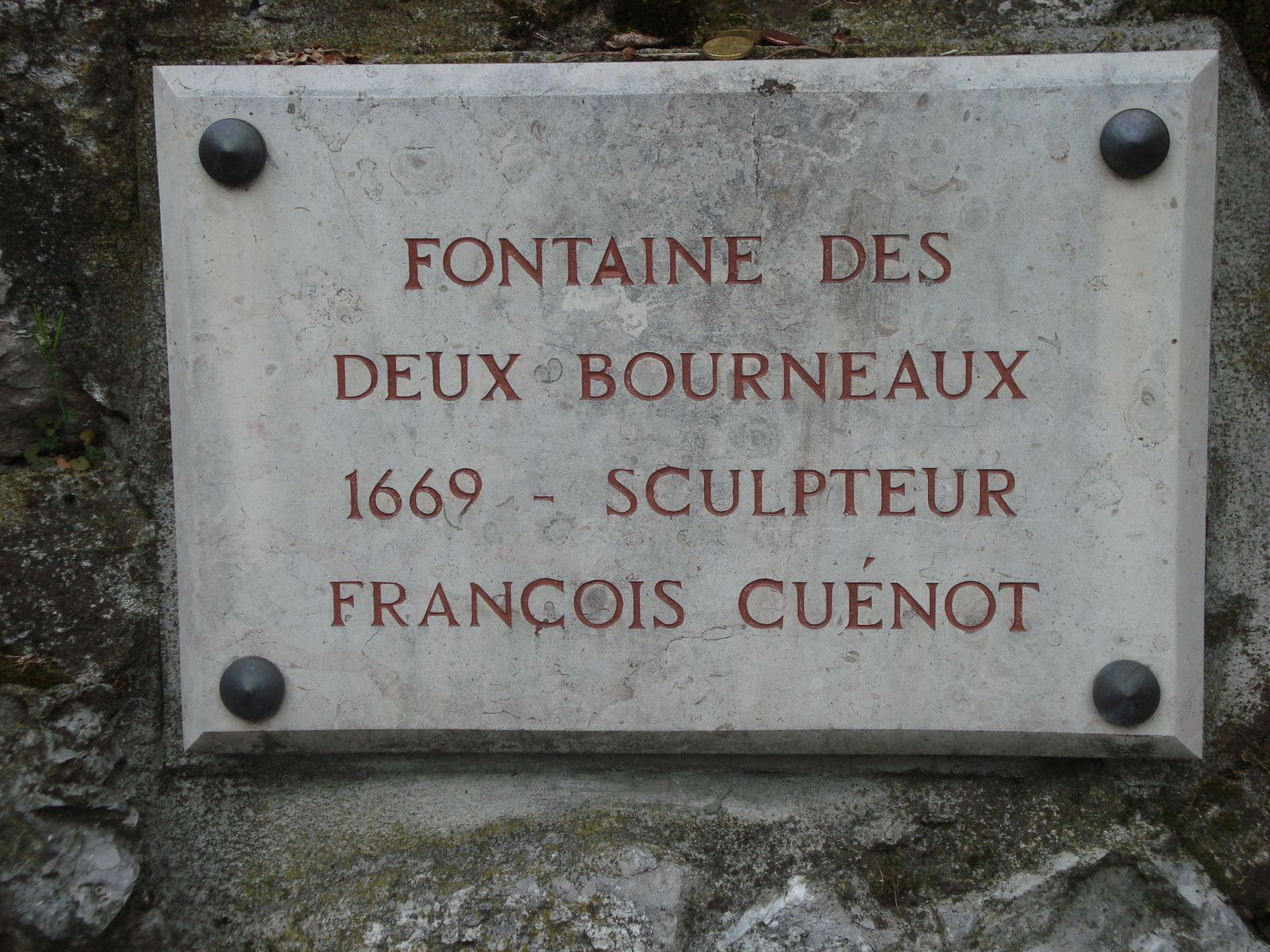 Croix, fontaine et inscriptions, photos J.D. 2 avril 2017