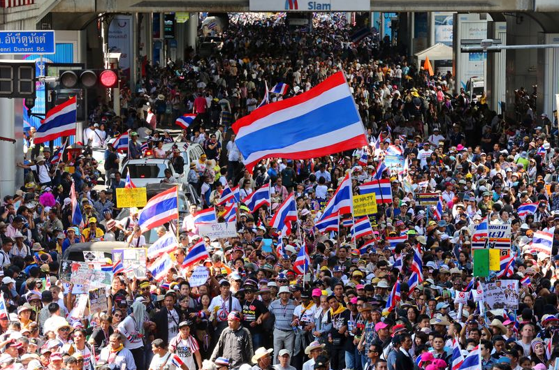 Anti-government protesters rally as part of a campaign to thwart elections and overthrow Prime Minister Yingluck Shinawatra in Bangkok on Jan. 13. (The Asahi Shimbun)