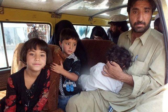 Des civils quittent la région du Waziristan au Pakistan (Umar Farooq/IRIN)