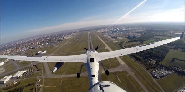 Le drone tactique Patroller (Sagem) a démontré sa capacité à effectuer des approches sur l'aéroport de Toulouse-Blagnac suivant les procédures définies par le contrôle aérien (Crédits : Sagem)