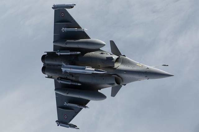 Replacement Weapon: A Rafale flies with the air-sol moyenne portée-améliorée nuclear missile. The successor to the missile has been dubbed the ASN4G. (French Defense Ministry)