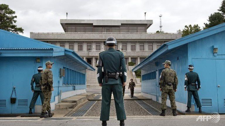 South Korean soldiers (foreground) look toward the North Korean side at the UN truce village on the border of the Demilitarized Zone (DMZ) separating the two Koreas, in Panmunjom, South Korea. (Photo: AFP/File/Jacquelyn Martin)