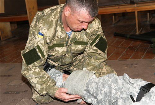 SOCEUR medical team coaches and mentors Ukrainian soldiers