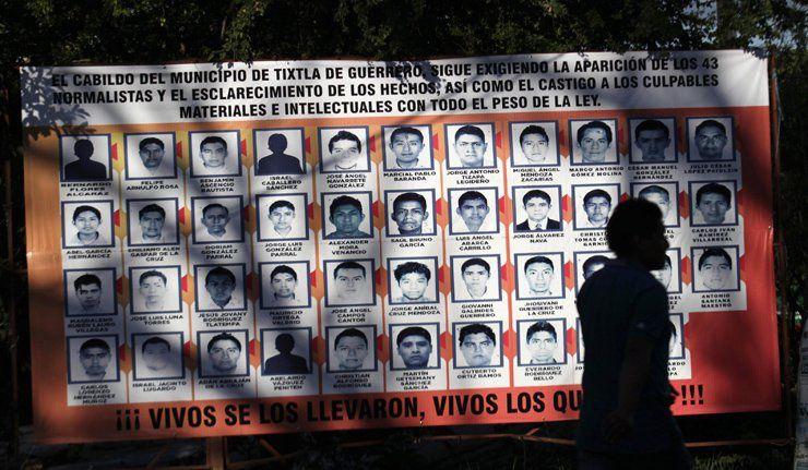 Mexique: des manifestants ont attaqué la base militaire où 43 étudiants sont disparus