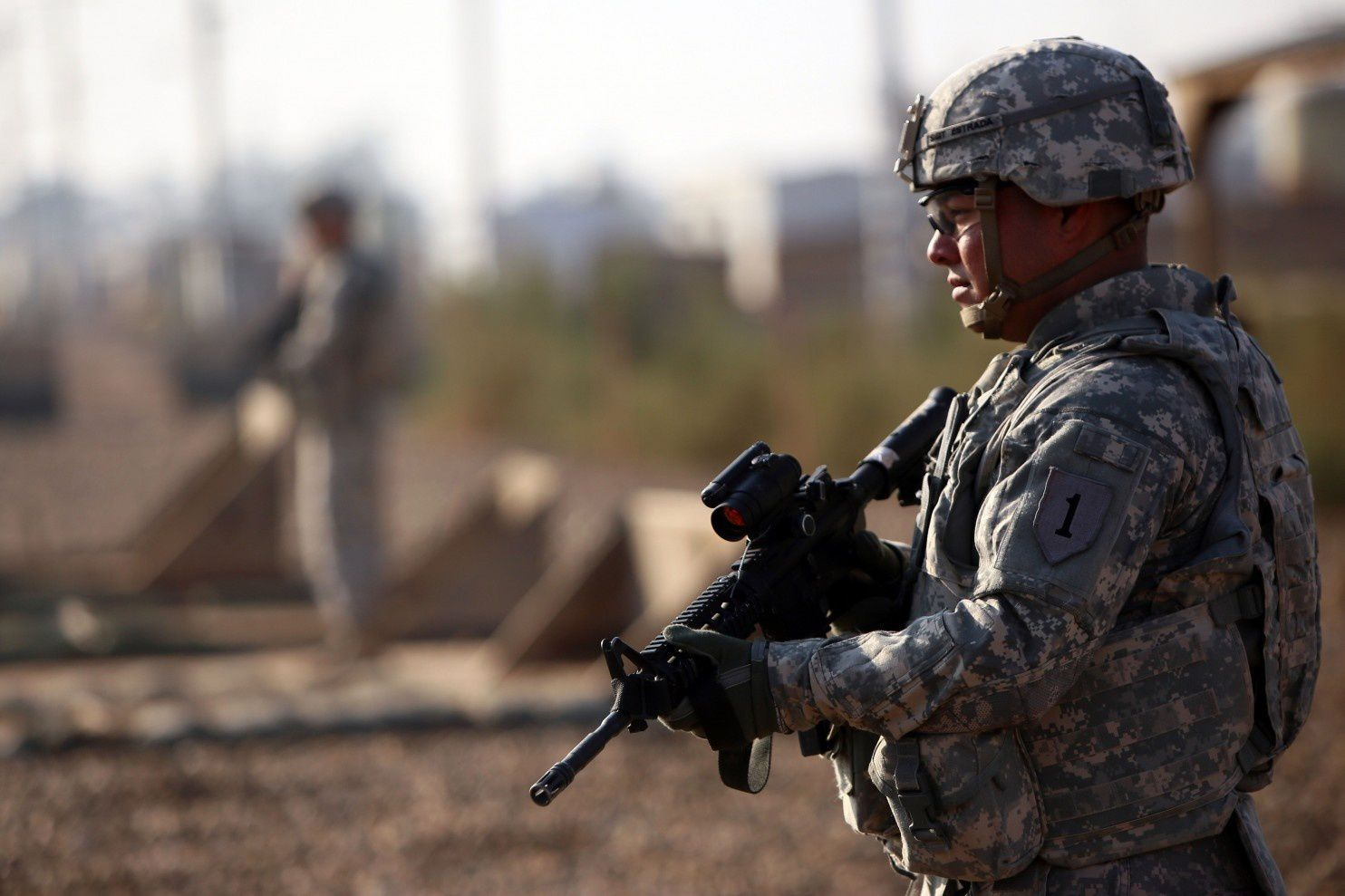 U.S. advisers in Iraq stay out of combat but see fighting edging closer