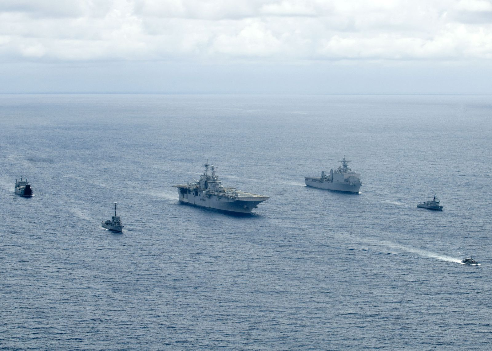 U.S. Navy and Armed Forces of the Philippines Navy ships are underway during exercise Balikatan 2009