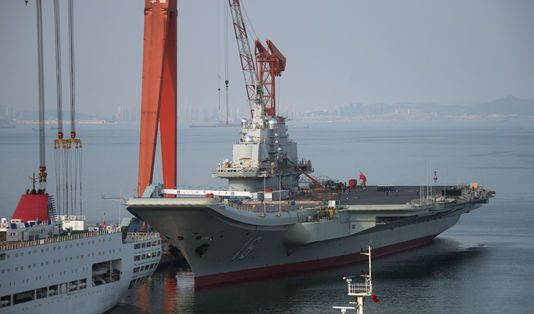 Des hauts responsables militaires chinois ont fait part de l'intention de Pékin de se doter de plusieurs porte-avions, mais sans fournir de détails.   AFP/STR