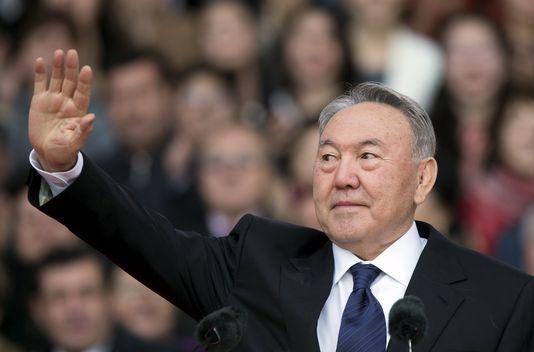 Le président kazakh Noursoultan Nazarbaiev, pendant un meeting de campagn à Almaty, le 18 avril. SHAMIL ZHUMATOV / REUTERS