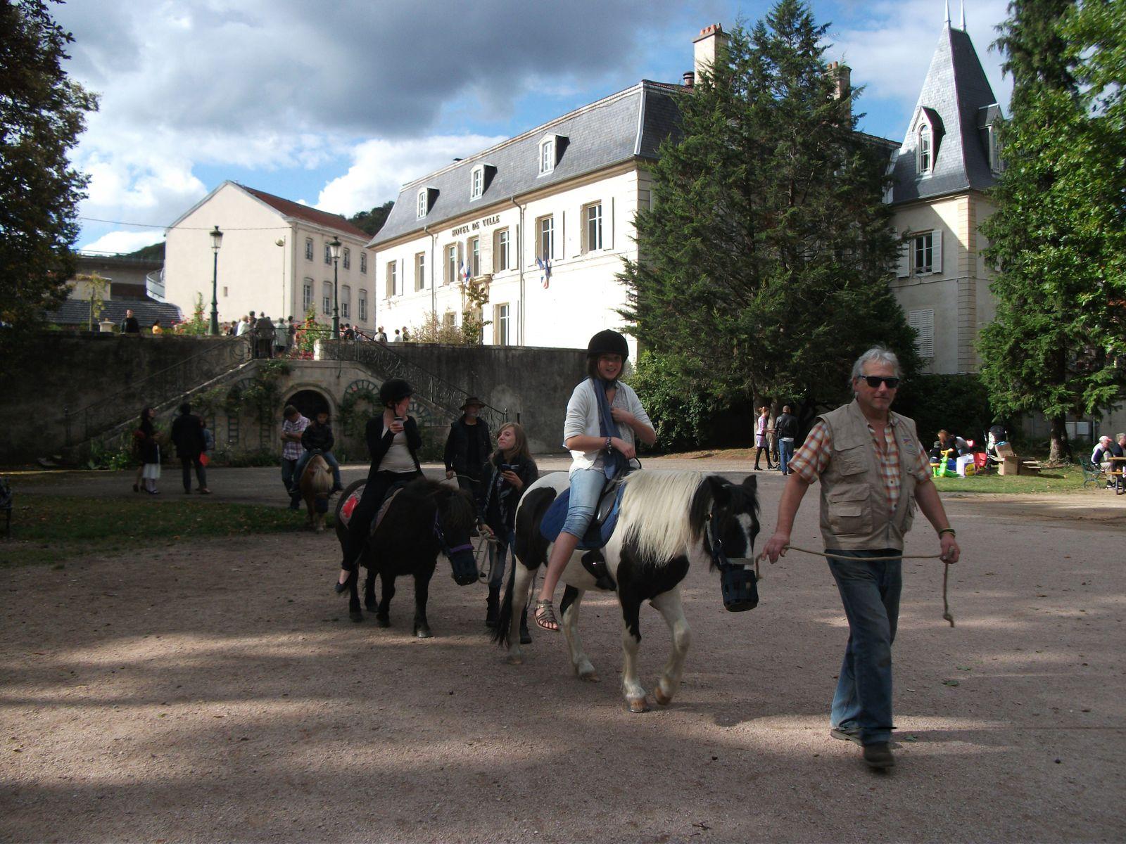 Alors voilà, soleil ou pas, pluie ou pas, bah, venez faire la fête avec nous au Parc de la Mairie de Maxéville !...
