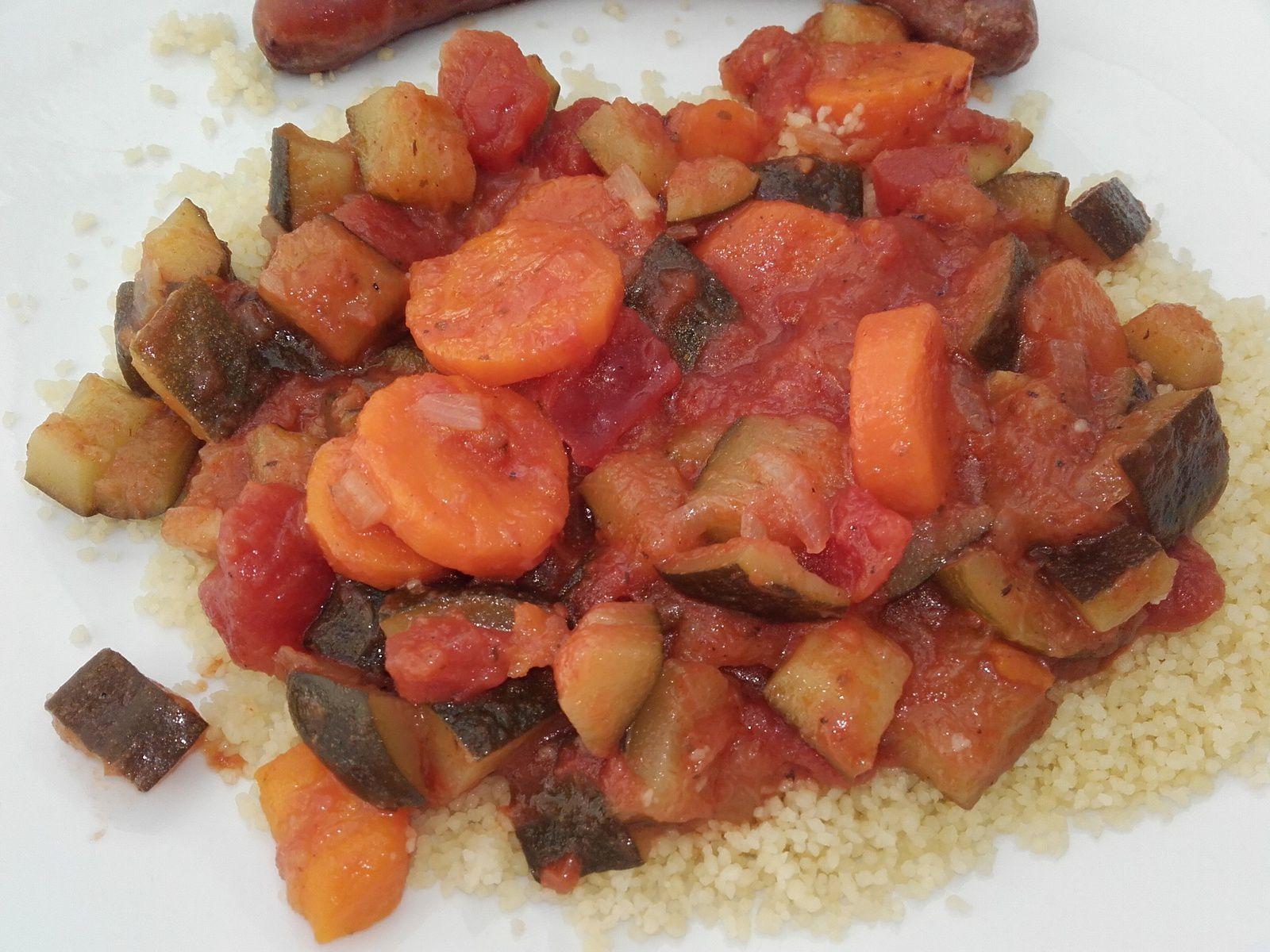 Semoule de couscous et légumes en sauce